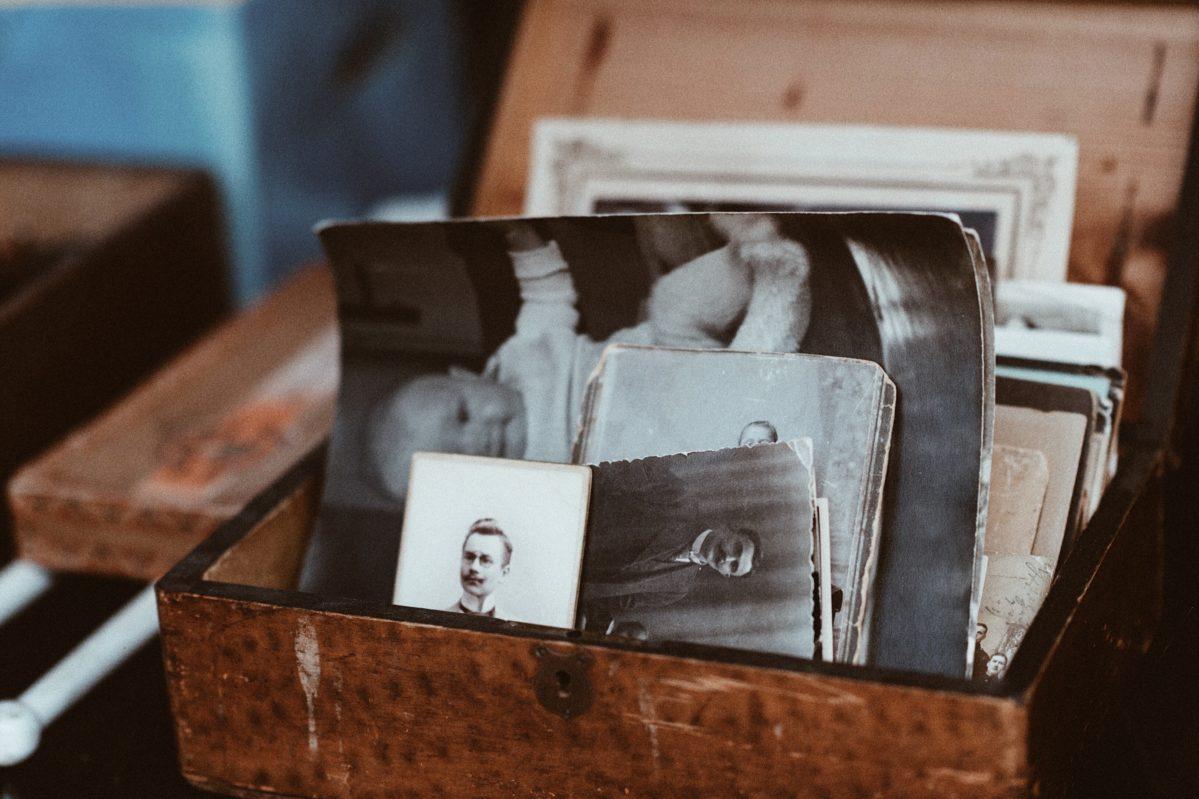 declutter-photos-ecoisanewblack